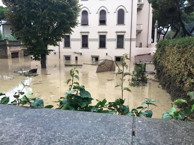 Maltempo a Livorno, 6 morti e due persone disperse