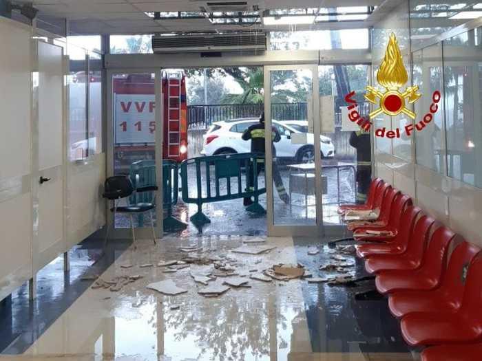 Maltempo, cede controsoffitto del Pronto soccorso dell'ospedale di Locri
