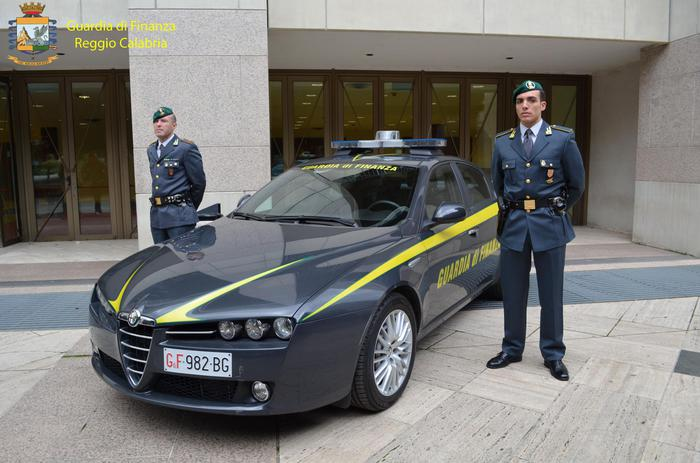 Finti nullatenenti con ville e Ferrari, denunciati a Locri 237 furbetti del reddito