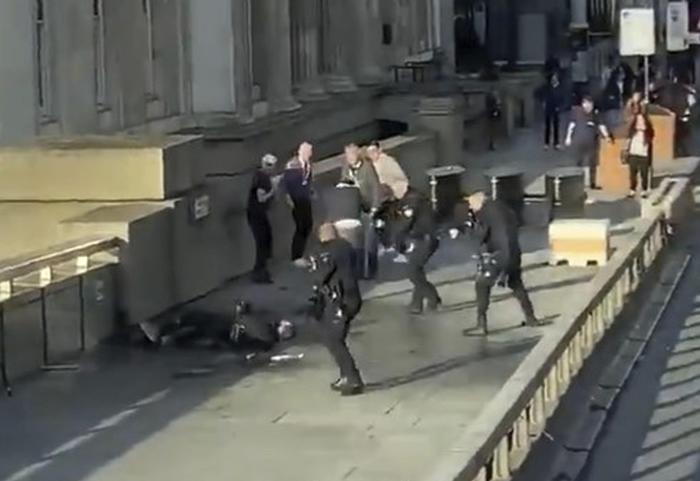 L'estremista che ha fatto due morti a Londra era in libertà vigilata