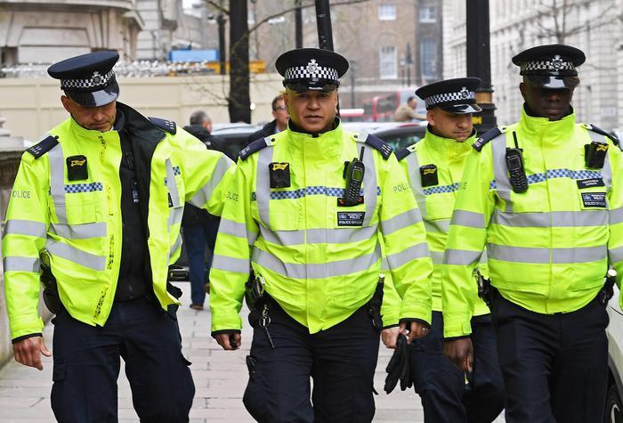 Londra violenta, un ragazzino ucciso e due feriti a pistolettate