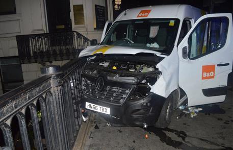 Londra, i terroristi cercarono di noleggiare un camion più grande