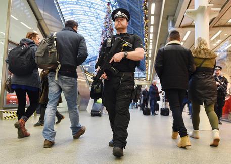 Londra, due sparatorie in un'ora: morta 17enne, grave 16enne