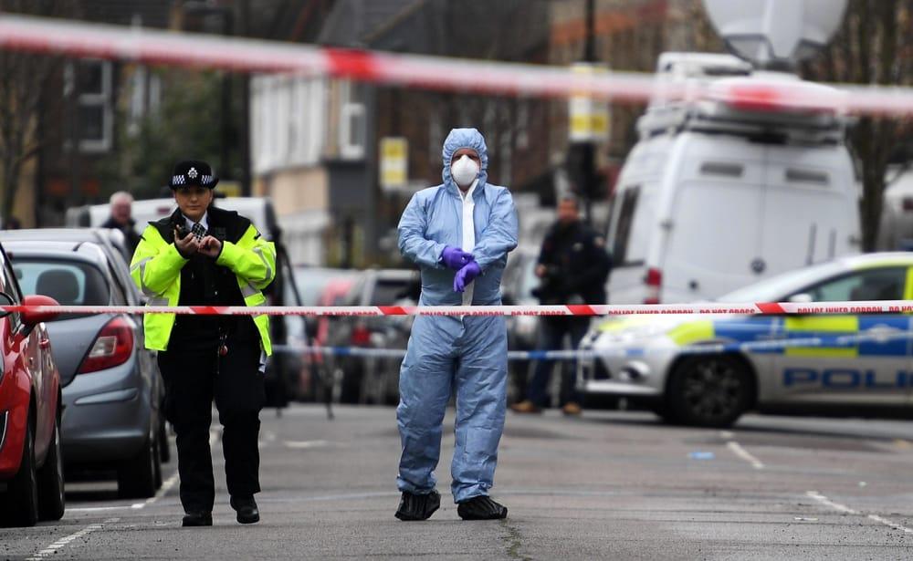 Londra violenta, 24enne ucciso a coltellate in periferia