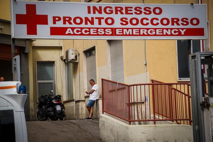 Giovane morto all'ospedale Loreto Mare di Napoli, 7 indagati