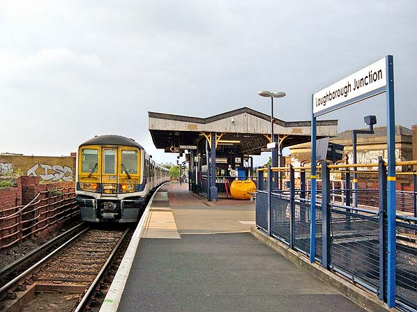 Tre persone investite e uccise da un treno a Londra