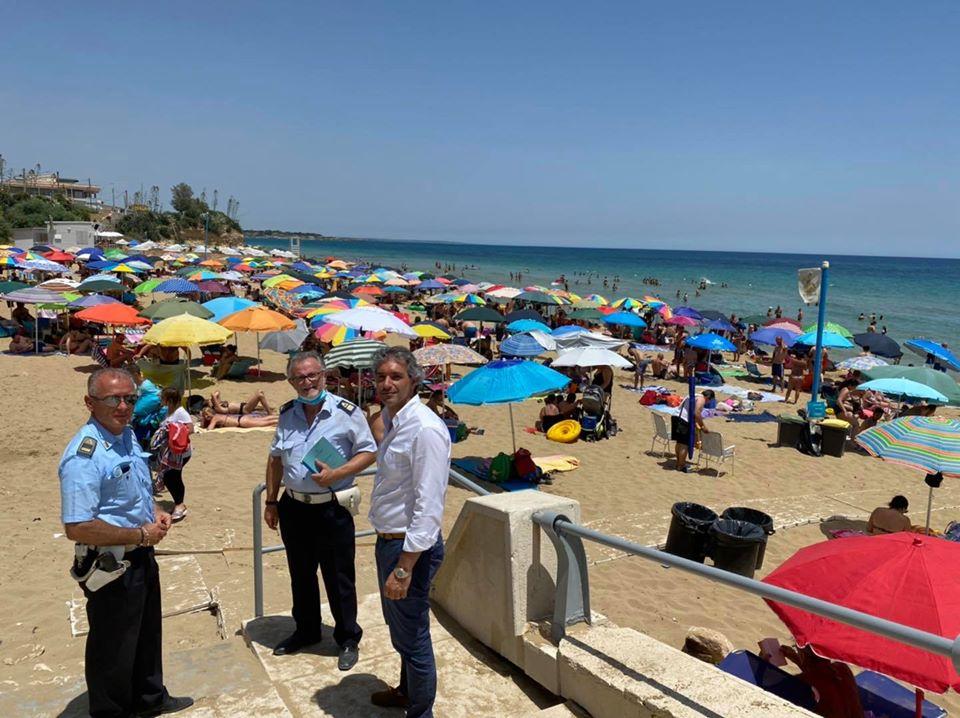 Boom di presenze sulle spiagge di Avola: polizia municipale tra i bagnanti