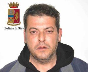 Sorpreso a incendiare auto a Ragusa, arrestato dalla polizia
