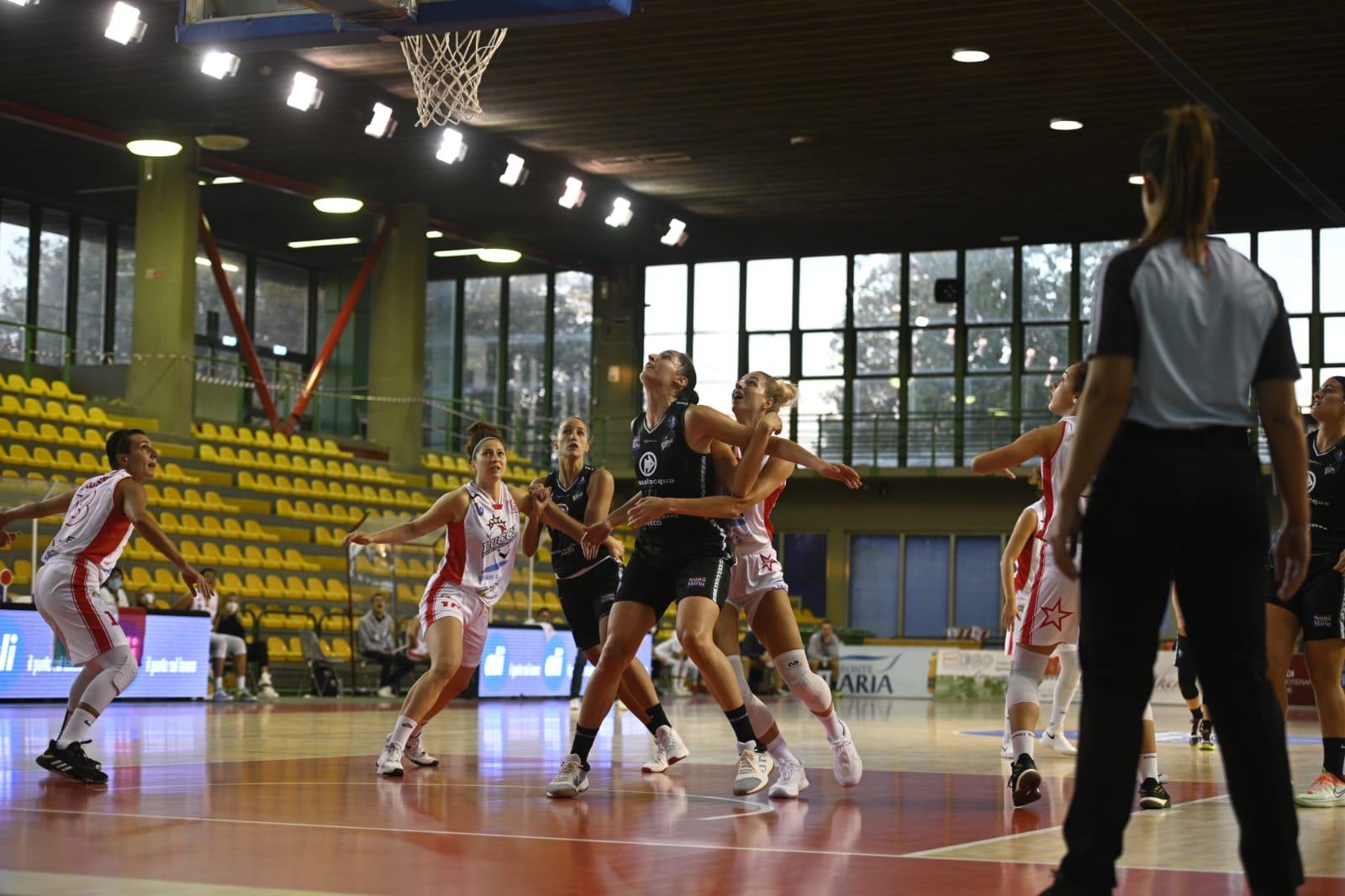 Pallacanestro donne, Ragusa vince a fatica  all'ultimo secondo a Lucca
