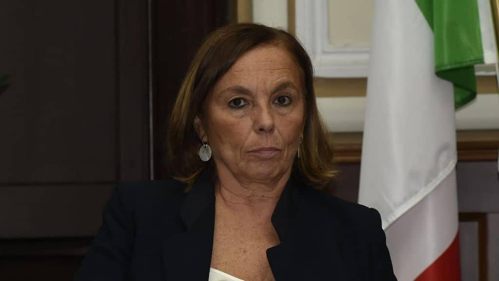 La ministra Lamorgese denuncia il sindaco di Messina per vilipendio alla Repubblica