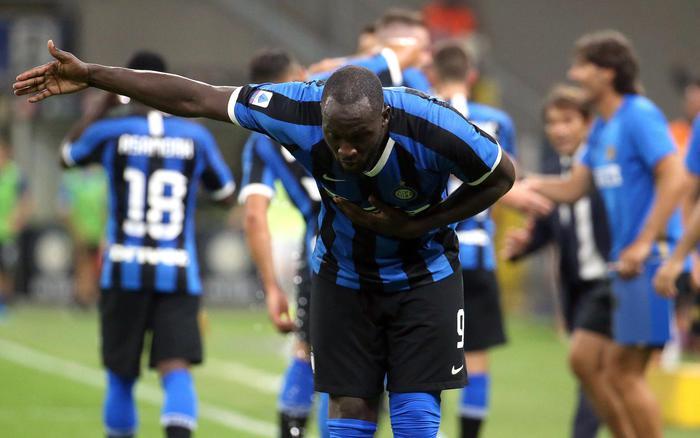 L'Inter di Conte debutta con un poker al Lecce: in gol pure Lukaku