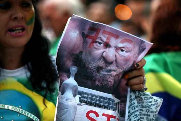 Emesso mandato d'arresto per l'ex presidente del Brasile Lula