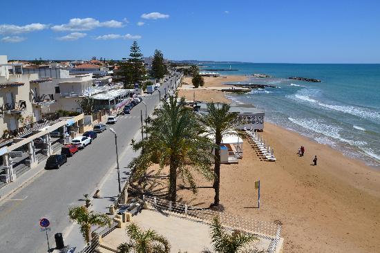 Marina di Ragusa, occupa una casa al mare ma viene scoperto dal proprietario: scappa