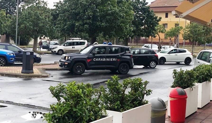 Massacrato di botte in un parcheggio a Scordia: denunciati madre e figlio