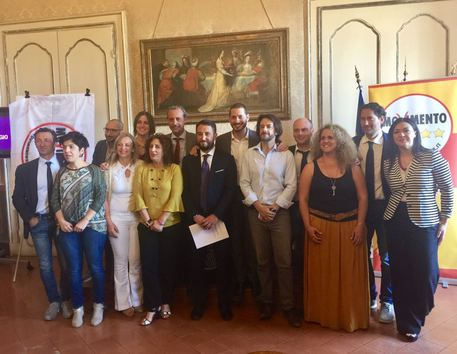 Palermo,  14 deputati del M5s rinunciano alla pensione ed ai vitalizi
