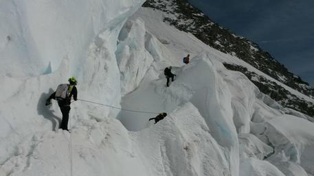 Aosta, trovati morti i due alpinisti dispersi sul monte Bianco