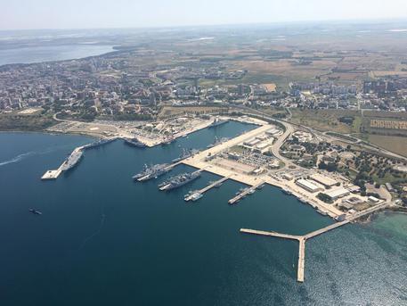 Tangenti alla Marina Militare di Taranto, 12 arresti per corruzione