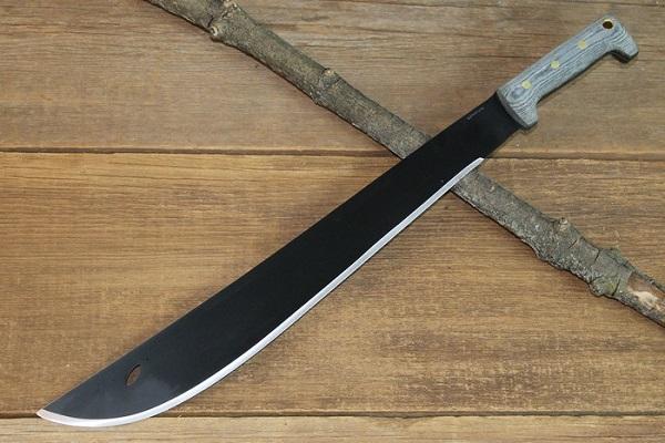 Ferisce vicino col machete dopo una lite, arrestato nel Messinese