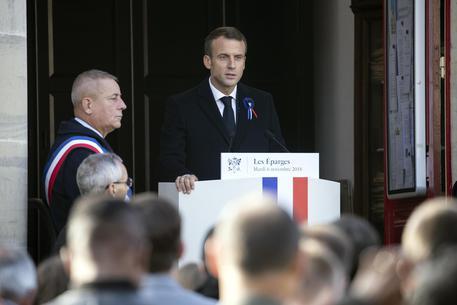 Volevano colpire il presidente Macron, sei arresti a Parigi