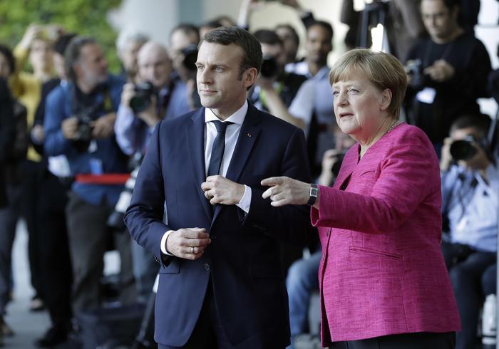 Macron a Berlino per il primo incontro con la Merkel