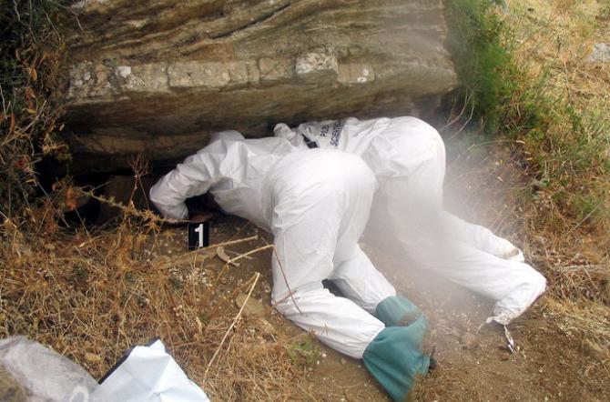 Palermo, recuperati i primi resti umani dal cimitero della mafia a Roccamena