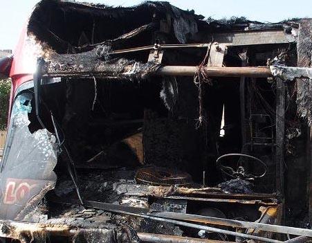Siracusa, fuoco in via Cassia: bruciato furgone adibito a panineria
