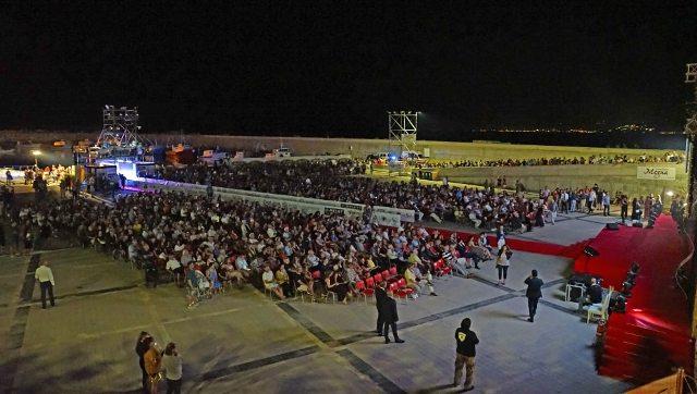 Catanzaro, al debutto del Magna Grecia film festival commemorati i morti del covid