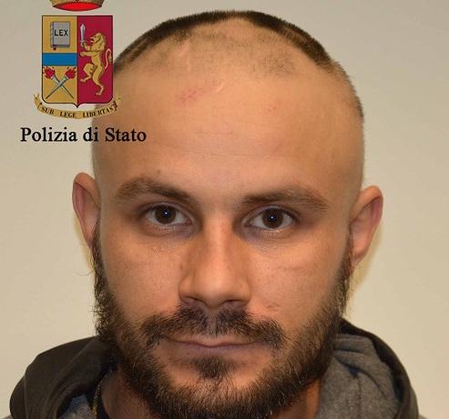 Ragusa, buca il tetto e si lancia per rapinare un negozio: arrestato