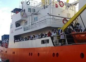 Sbarco di migranti a Vibo Valentia, due sospetti casi di malaria