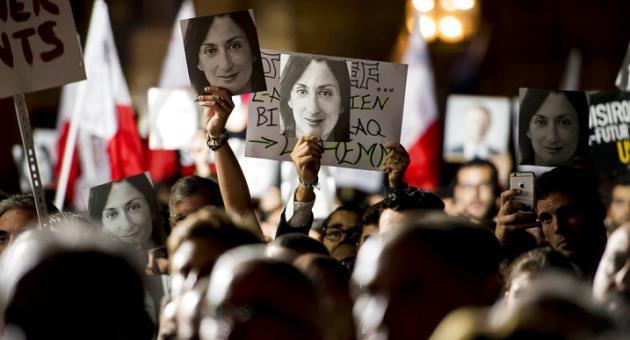 L'omicidio  di Daphne Caruana Galizia, tensione a Malta: Parlamento assediato