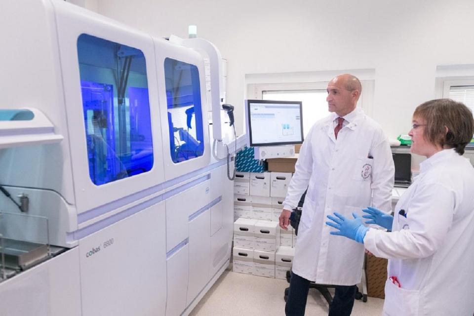 Coronavirus, a Malta robot per effettuare i test