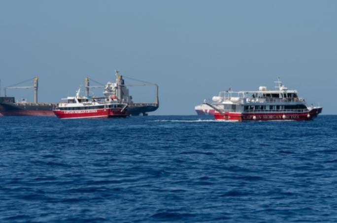 Minacciano l'equipaggio di fare esplodere una bombola, sbarcati a Malta 425 migranti