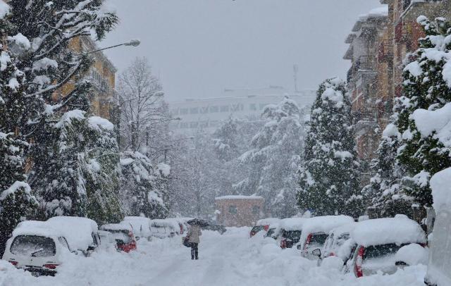 Maltempo: piogge, vento e neve sull'Italia, tregua giovedì