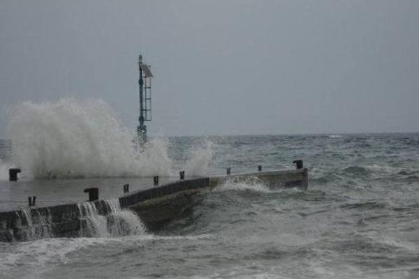 Vento forte alle isole Eolie, collegamenti sospesi