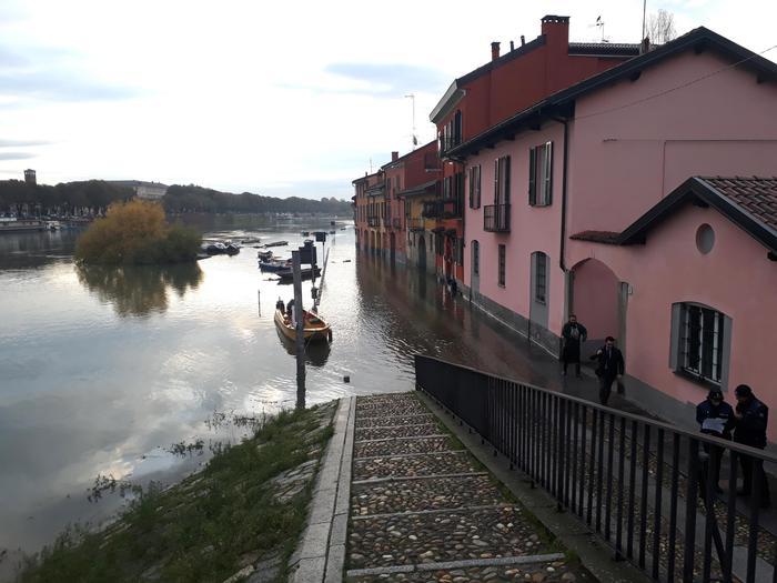 Maltempo, il Ticino esonda a Pavia: è allerta 'arancione' in Calabria e 'gialla' in Sicilia