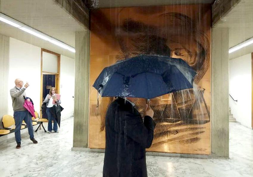 Maltempo, Catania conta i danni: negozi ed ex pretura allagati