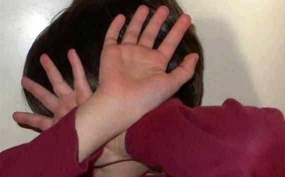 Modica, maltrattava il figlio di 10 anni: denunciata a piede libero