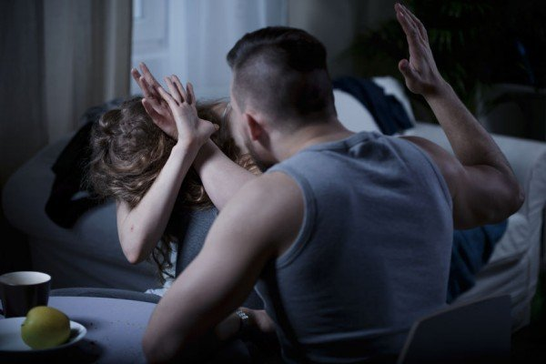 Caltanissetta, in manette per maltrattamenti in famiglia e lesioni