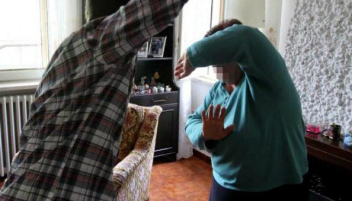 Avola, minaccia i genitori: la polizia lo allontana da casa