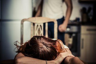 Siracusa, 58enne arrestato per maltrattamenti in famiglia e abusi sessuali
