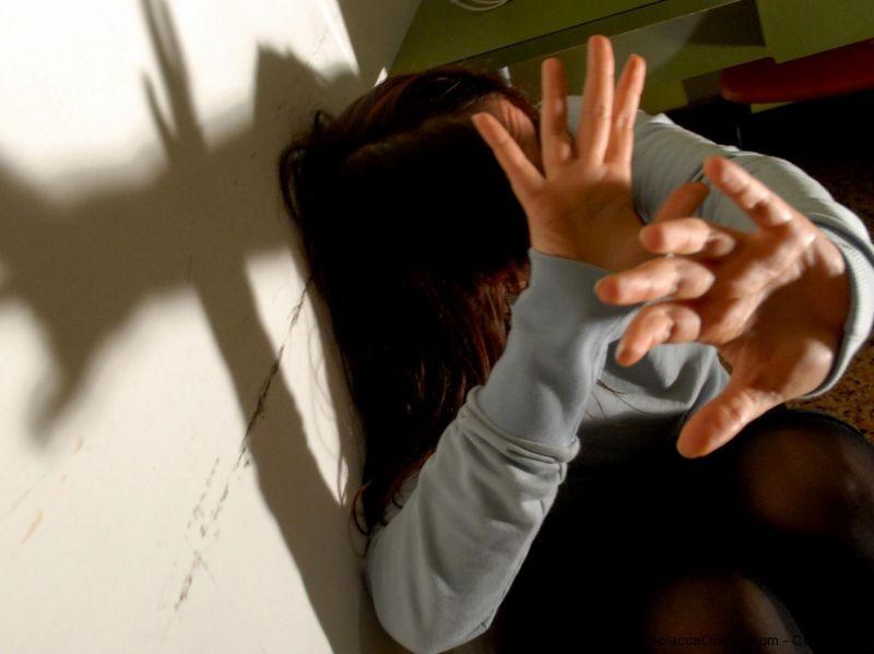 Sortino, picchiata dal marito e dal figlio: li denuncia ai Carabinieri