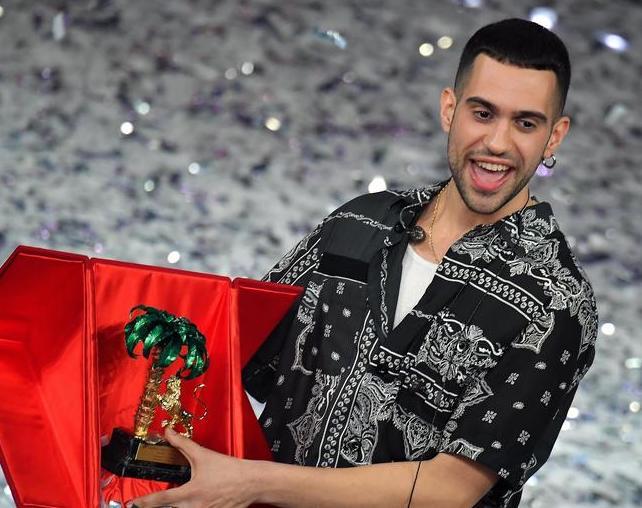 Mahmood vince Sanremo, ma l'Ariston fischia e contesta la giuria