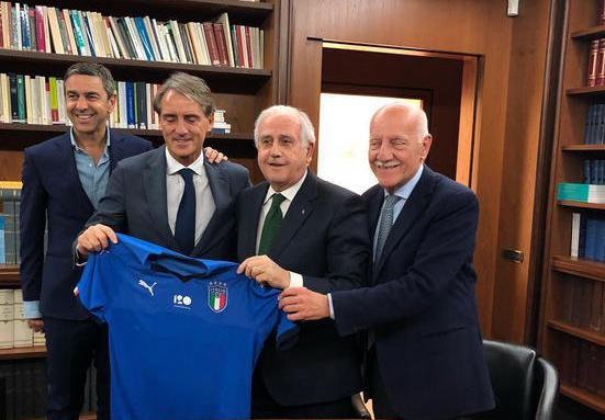 Calcio, Roberto Mancini è il nuovo commissario tecnico della nazionale