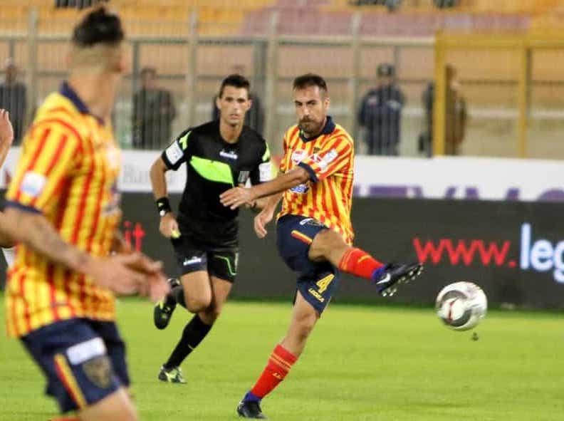 Il Lecce batte il Cosenza e prende il volo: è a più 4 dal Monopoli CLASSIFICA