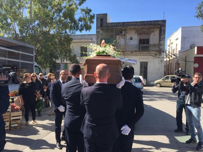 Picchiato a morte dalla baby gang, funerali a Manduria