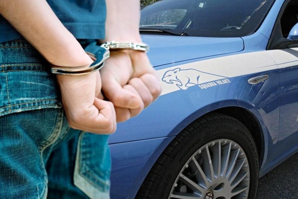 Tentano di rapinare una coppia di passanti, due arresti a Palermo