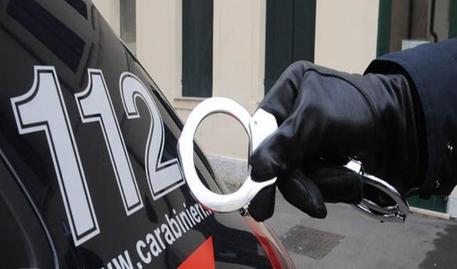 Furti, rapine e riciclaggio tra Napoli e Caserta: otto misure cautelari