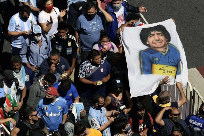 La morte di Maradona, il suo avvocato accusa: lasciato senza cure per 12 ore