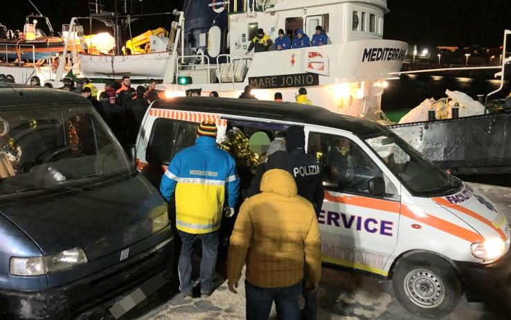 I 50 migranti di Lampedusa trasferiti a Porto Empedocle