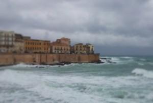 Siracusa, dopo la pioggia del primo mattino è allerta per il forte vento